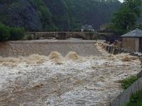 Hochwasser Vereinigte Weißeritz am WKW Bienertmühlenwehr Nähe Eiswurmlager in Dresden am 02.06.2013