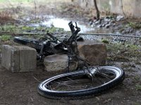 nicht ganz funktionsfähiges Fahrrad unter der Elbbrücke in Niederwartha bei Dresden