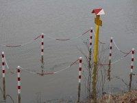 Erdgasschild mit Absperrung im Hochwasser Warnstufe 2 in Niederwartha bei Dresden im Februar 2013