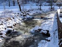 Fluß rotes Wasser in Geising am Wildpark Osterzgebirge